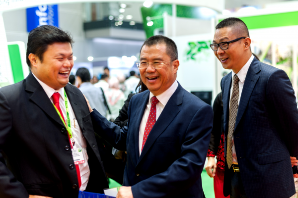 Chairman of the Sustainable Energy Development Authority Malaysia (SEDA) Datuk Dr Yee Moh Chai enjoys a light moment with BSL Eco Energy Managing Director Mr Lim Chi Haur and Seraphim Solar System Chief Executive Officer Mr Polaris Li during his visit to the BSL Eco Energy booth at IGEM 2017